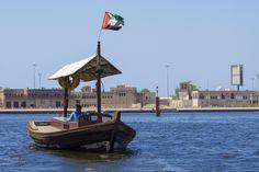 #barca #blu #caldo #citt #dubai #emirates #emirati arabi uniti #fiume #foca #mare #persona #persone #uomo #vecchio