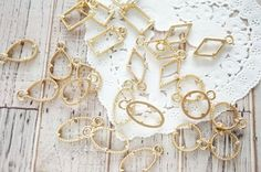 5 pcs Open Back Bezel Charms / Simple Small Jewelry with Claws  (9-17mm) Gold AZ545 by Candydecoholic on Etsy