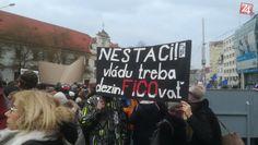 Tichý pochod na pamiatku Jána a Martiny | Bratislava24.sk Martini, Broadway Shows, Fotografia, Martinis