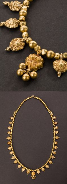 Central India | Wedding necklace with 29 pendants; 22k gold | ca. Early 20th century. Maharashtra |