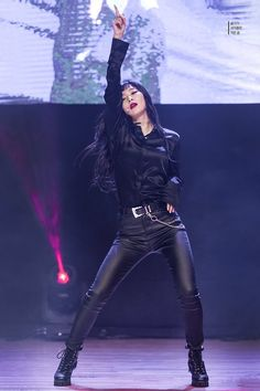 Red Velvet Seulgi All Black / Leather Blackpink Outfits, Stage Outfits, Fashion Outfits, Kpop Girl Groups, Korean Girl Groups, Kpop Girls, Red Velvet Seulgi, Red Velvet Irene, Kpop Fashion