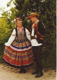 Strój lubelski European People, Historical Clothing, Folk Clothing, Beautiful Costumes, Folk Costume, People Around The World, Folklore, Traditional Outfits, Tartan