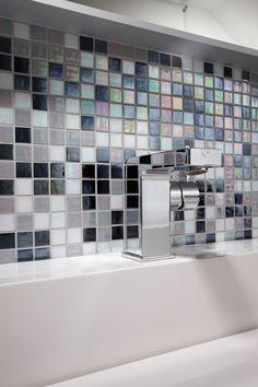 Fertighaus Wohnidee Badezimmer Regenbogenfliesen, Waschbecken Mit Bunte  Mosaik Fliesen