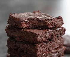 2 Ingredient Fudgy Brownies (No Flour, Eggs, or Oil) No Cook Desserts, Healthy Dessert Recipes, Vegan Desserts, Healthy Low Carb Recipes, Snack Recipes, Healthier Desserts, Keto Recipes, Pumpkin Brownies, Fudgy Brownies