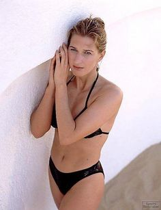 Steffi Graf shows great form during her 1997 Sports Illustrated photo-shoot. Steffi looks so hot here, she's really on top of her game! Tennis Stars, Steffi Graff, Wta Tennis, Tennis World, Tennis Players Female, Tennis Match, Tennis Clothes, Shoes Tennis, Sports Stars