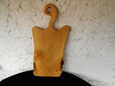 SERVÍROVACÍ+PRKÉNKO+Z+AKÁTU+8.Servírovací+prkénko+atypického-rustikálního+tvaru.Vyrobeno+ze+dřeva+akátu.Prkénko+je+napuštěno+olivovým+olejem,aby+vynikla+kresba+a+zároven+konzervuje+dřevo.+Vhodné+na+servírování+sýru+a+jiných+dobrot.prkénko+je+vyrobeno+z+tvrdého+akátového+dřeva+žluté+barvy+až+do+zlatova,s+krásnou+kresbou+tzv.oček.Prkénko+má+místy+zarostlou...