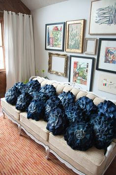 50 Cushion Covers Off Jeans - DIY Pillow Cases From Reusable Materials Diy Pillows, Decorative Pillows, Denim Crafts, Diy Ribbon, Recycled Denim, Blue Ombre, Navy Blue, Cushion Covers, Couch Covers