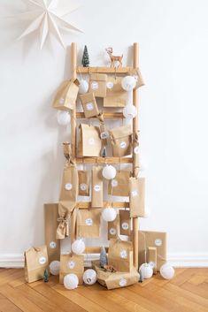 Christmas Calendar, Printable Christmas Cards, Christmas Greeting Cards, Christmas Greetings, Christmas Time, Homemade Advent Calendars, Diy Advent Calendar, Kids Calendar, Winter Home Decor