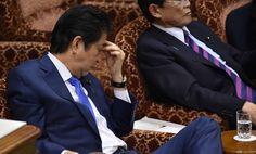 Tersandung Skandal Kroniisme Popularitas Shinzo Abe : Perdana Menteri Jepang Shinzo Abe tengah mengalami penurunan popularitas lantaran skandal kroniisme yang dicurigai. Pada Senin (24/7/2017) dirinya mengatakan bahwa tida