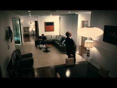 El perfecto anfitrión es una película de 2010 escrita y dirigida por Nick Tomnay. La película está protagonizada por David Hyde Pierce y Clayne Crawford.