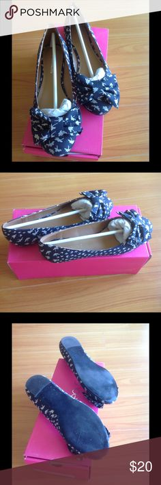 Adorable Size 8 flats in box. Worn only once Size 8 flats. Worn only once. In box. Super cute with jeans !! Shoe Dazzle Shoes Flats & Loafers