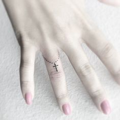 Delicate third ring-shaped