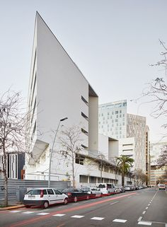 Collective housing for elderly people and civic and health centre / Bonell i Gil; peris+toral.arquitectes. Image © José Hevia