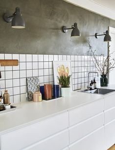 """We tore down the wall and made our dream kitchen on budget""- ""Vi rev væggen ned og lavede vores drømmekøkken på budget"" White kitchen with cupboard wall - Kitchen Remodel Small, Best Kitchen Designs, Kitchen Wall, Kitchen Wall Decor, Kitchen Interior, Ikea Kitchen Design, Kitchen Design Decor, Kitchen Style, Modern Farmhouse Kitchens"