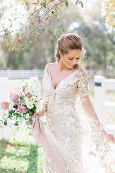 Vintage Glam Bridal Inspiration with a Long Sleeve Lace Wedding Dress #wedding #weddings #weddingdress #bride #vintage #vintagewedding #bridal #beauty