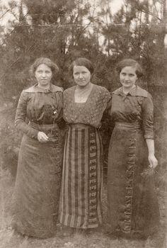 Schwestern (Meine Oma rechts, 1920er Jahre)