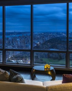 Manhattan, NY.  One57 (design by Christian de Portzamparc) - Interior designer: Jamie Drake