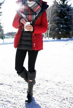 Fashion hunter boots outfit, snow boots outfit, b. Winter Mode Outfits, Winter Outfits Women, Winter Fashion Outfits, Autumn Winter Fashion, Casual Outfits, Cute Outfits, Fashion Ideas, Snow Fashion, Snow Boots Outfit
