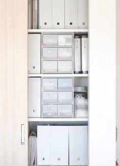文具や薬や雑貨……リビングにはさまざまなものが集まってきますよね。 リビングは家族が過ごす時間が多いので、ものが増…