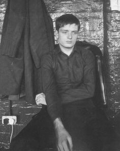 Ian Curtis (Joy Division) at TJ Davidson's rehearsal rooms, Manchester, August 1979 Joy Division, Ian Curtis, Salford, Sound Of Music, My Music, Rock Music, Punk Rock, Mtv, New Wave