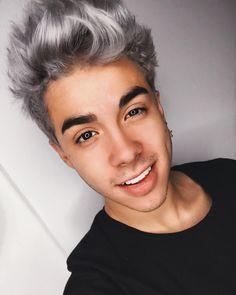 "154.8 mil Me gusta, 7,819 comentarios - Mario Bautista (@mariobautistagil) en Instagram: ""Selfie nocturna "" Sebastian Villalobos, Male Face, Silver Hair, Kos, Cute Boys, Youtubers, Hot Guys, Crushes, Hairstyle"