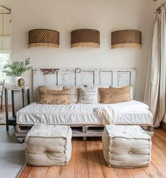 inexpensive farmhouse style ideas for bedroom decorating 00001 ~ Gorgeous House Guest Bedroom Decor, Guest Room Office, Guest Bedrooms, Spare Bedroom Ideas, Bedroom Sets, Daybed Couch, Daybed Room, Daybed Bedding, Pallet Daybed