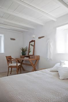 natural wood desk and chair Mediterranean Bedroom, Mediterranean Homes, Beach House Bedroom, Home Bedroom, Bedrooms, Facade House, Apartment Interior, Contemporary Architecture, White Walls