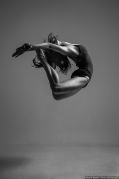 contemporary dancer christina zauner (by ronnie boehm)