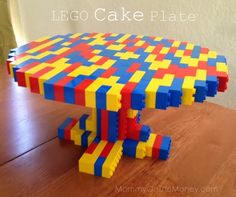 LEGO Cake Plate for Kid's Birthday Party!       FORGET THE KIDS' PARTY...I'd use this regularly just for every-day use...hahaha!