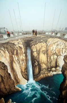 Extraordinary chalk art drawings that will amaze and impress you! These artists are very talented and creative people!