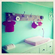 Babykamer meisje met de kleuren celadon en roze
