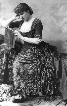Photo of Lillie Langtry, famous actress, ca 1882 1880s Fashion, Victorian Fashion, Vintage Fashion, Anthony Van Dyck, Lillie Langtry, Reine Victoria, Victorian Women, Victorian Era, Vintage Beauty