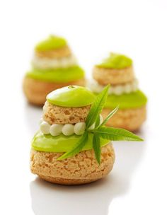 Religieuse à la verveine/ A lemon verbena cream puff/pastry - More cream puffs! Profiteroles, Eclairs, Pastry Recipes, Gourmet Recipes, Dessert Recipes, Cooking Recipes, Choux Pastry, Pastry Art, Shortcrust Pastry