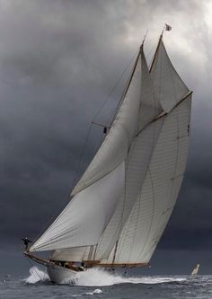 Shackleton Epic: the complete story of the greatest small-boat voyage of all time - Classic Boat Magazine Classic Sailing, Classic Yachts, Classic Boat, Sailboat Art, Dinghy Sailboat, Sailing Dinghy, Foto Transfer, Boat Insurance, Sailing Holidays