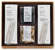 현대백화점, 실속형 이색 선물세트 선보여 Rice Packaging, Cool Packaging, Beverage Packaging, Brand Packaging, Packaging Design, Branding Design, Japanese Packaging, Menu Design, Label Design