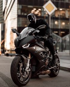 Image may contain: motorcycle and outdoor Moto Ninja, Ninja Motorcycle, Motorcycle Images, Motorcycle Helmets, Motorcycle Touring, Motorcycle Quotes, Honda Street Bikes, Street Bike Helmets, Bike Bmw
