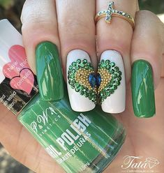 Unhas decoradas do Brasil - Unhas da Copa 2018 Glitter Nail Art, Toe Nail Art, Toe Nails, Garra, St Patricks Day Nails, Perfume, Dessert For Dinner, Green Colors, Rose
