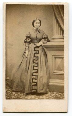 WOMAN UNUSUAL PATTERN DRESS CHAS K BILL NEW YORK NY VINTAGE CDV VERY NICE!