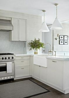 Small Kitchen - Design photos, ideas and inspiration. Amazing gallery of interior design and decorating ideas of Small Kitchen in laundry/mudrooms, kitchens, basements by elite interior designers - Page 6 Grey Kitchens, Home Kitchens, Small Kitchens, Small Bathrooms, New Kitchen, Kitchen Decor, Kitchen Sink, Kitchen Ideas, Kitchen Shelves