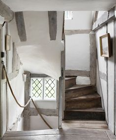 This 500 year old English farmhouse is the ultimate in cozy El . - This 500 year old English farmhouse is the ultimate in cozy elegance – - English Country Cottages, Cottage Staircase, Country Cottage Decor, Vintage House, Old Cottage, Old Farmhouse, House Interior, English Farmhouse, English House