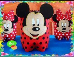 dulceros de Minnie y Mickey mouse reutilizando botellas de plástico Mickey Mouse Crafts, Minnie Y Mickey Mouse, Minnie Mouse Decorations, Fiesta Mickey Mouse, Tin Can Crafts, Clay Crafts, Miki Mouse, Plastic Bottle Art, Disney Diy