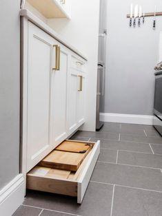 Kitchen Cabinets Upgrade, Kitchen Cabinets Pictures, Kitchen Redo, Kitchen Storage, Storage Spaces, Kitchen Design, Kitchen Ideas, Small House Storage Ideas, Galley Kitchen Remodel