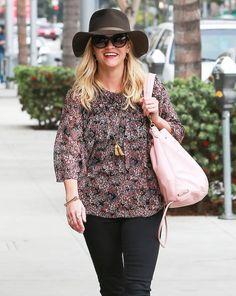 Reese Witherspoon Photos: Reese Witherspoon Visits The Rossano Ferretti HairSpa