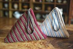 개인적으로 가죽 삼각가방을 하나 사고 싶었는데 유툽에 애청하는 유튜버 김라희씨가 삼각가방 만드는 법을... Crochet Pouch, Crochet Patterns, Tote Bag, Bags, Fashion, Totes, Amigurumi, Handbags, Moda