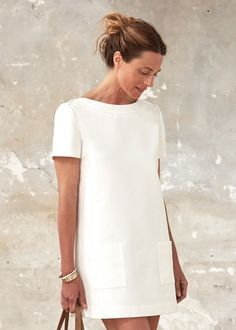 Classic white dress in modeling and square pockets. Retro and beautiful look … - Summer Outfits Mode Outfits, Dress Outfits, Fashion Dresses, Casual Outfits, Fashion Mode, Womens Fashion, 90s Fashion, Simple Dresses, Summer Dresses