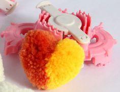 [Аксессуары для вязания] Устройство для создания помпонов в форме сердца. http://povyazuli.blogspot.ru/2017/02/blog-post_13.html