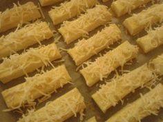 Túrós-sajtos rudacskák – gyorsan, bögrével | Rupáner-konyha Okra, Onion Rings, Homemade, Ethnic Recipes, Food, Gumbo, Home Made, Essen, Meals
