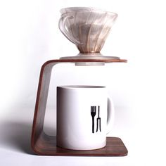 Eric Ennser - Acessórios: Suporte para filtro de café  #coffe #drippingstation #cafe #hario #marcenaria #designbrasileiro #woodworking #plywood #laminadocolado