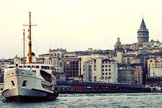 Галатская Башня и пором в Золотом Роге в Стамбуле Турция  / Galata tower and Ferry in Golden Horn Istanbul Turkey – Tvoygid.com Услуги переводчиков и индивидуальные туры по Стамбулу в сопровождении студентов. Шоппинг гид в Стамбуле.