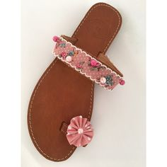Handmade leather sandals with floral decoration Palm Beach Sandals, Vintage Floral, Leather Sandals, Handmade, Shoes, Decor, Hand Made, Zapatos, Decoration